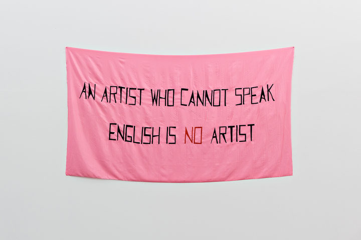 Mladen Stilinović <i>An Artist Who Cannot Speak English Is No Artist</I>, 1992, Acryl auf Kunstseide